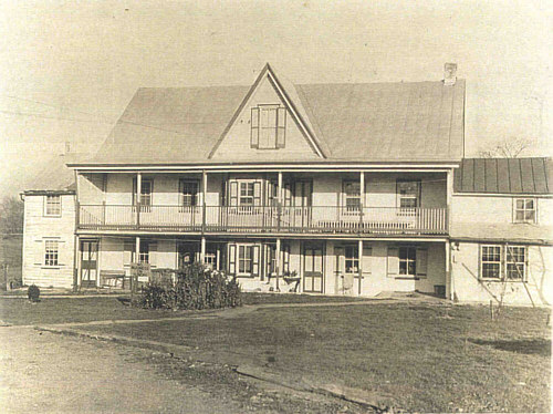 Photo of house taken in the 1930's